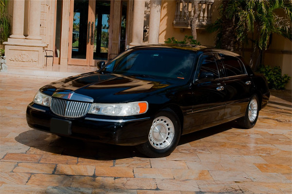 Lincoln Sedan Columbus Rental